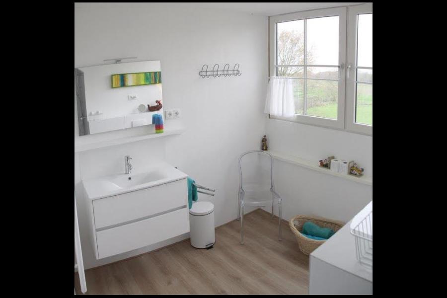 Luxe ruime badkamer van De Rode Waan