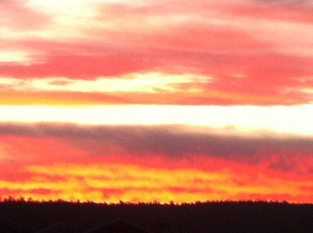 Opkomende zon boven het Montferland